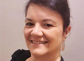 Elaine Battams headshot